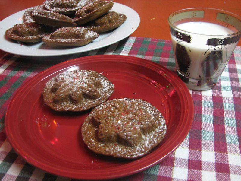 Gingerbread Cookies and Milk 007