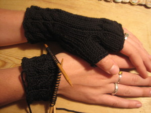 Fetching_wrist_warmers_004